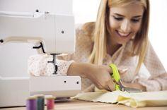 Casada de sofrer com a crise econômica? Mexa-se! Veja aqui como ganhar dinheiro usando suas habilidades artesanais. - Veja mais em: http://www.vilamulher.com.br/artesanato/galeria-de-ideias/ganhe-dinheiro-com-artesanato-ideias-para-sair-da-crise-m0815-706637.html?pinterest-destaque