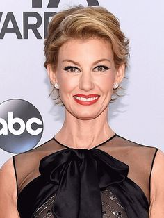 Faith Hill Debuts a Pixie Cut at the CMA Awards: See It From Both Angles! http://stylenews.peoplestylewatch.com/2014/11/05/faith-hill-pixie-haircut-cmas-2014-photos/