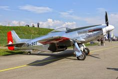 A North American Mustang painted in Swiss Air Force marking. Air Force Aircraft, Ww2 Aircraft, Military Jets, Military Aircraft, Luftwaffe, Mustang P51, Plane Engine, Swiss Air, Airplane