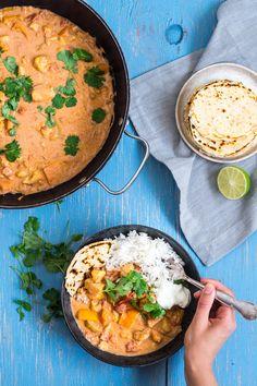 Virkelig god indisk curry med blomkål og gulerødder. Indisk simreret med blomkål og gulerødder. Vegansk og glutenfri - sund indisk aftensmad. Vegan Recipes Easy, Indian Food Recipes, Healthy Dinner Recipes, Vegetarian Cooking, Vegetarian Recipes, Aloo Gobi, Healthy Chicken Dinner, Food Crush, Vegan Kitchen