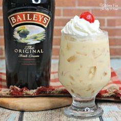 Baileys Drinks, Baileys Recipes, Liquor Drinks, Irish Recipes, Cocktail Drinks, Alcoholic Drinks, Cocktail Recipes, Painkiller Cocktail, Party Drinks