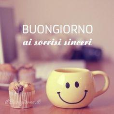 Buongiorno ai sorrisi sinceri