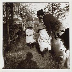 Edouard Vuillard | Bonnard avec Renée et une autre petite fille, à l'arrière-plan Roussel accroupi, l'ombre de Vuillard | Images d'Art