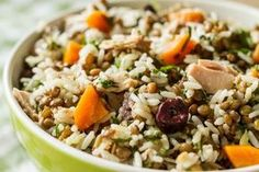 Lentil Tuna and Rice Salad by Greek chef Akis Petretzikis. A quick, healthy, energizing and delicious salad that you can enjoy as a light meal or side dish! Rice Salad, Salad Bar, Food Network Recipes, Cooking Recipes, Healthy Recipes, Greek Recipes, Light Recipes, Clean Eating, Healthy Eating