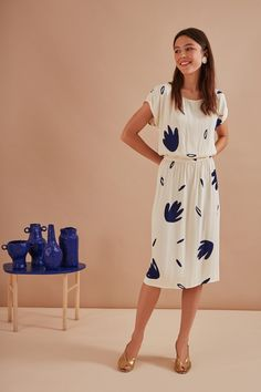 """Long waisted dress at the waist. """"Bouffant"""" volume at the top (doubled). Drop closure at the back, pearl effect button made Dresses For Work, Summer Dresses, Palm Print, Shoulder Sleeve, Beautiful Dresses, Feminine, Shirt Dress, My Style, Sleeves"""