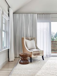 Beach Curtains for Living Room . Beach Curtains for Living Room . Captivating Beach House In Amagansett with Stylish Details Living Room Drapes, Living Room Photos, Living Room Windows, Living Room Grey, Living Room Decor, House Windows, House Blinds, Living Rooms, Casa Rock