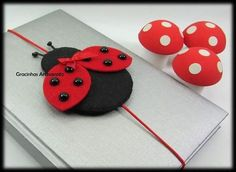 Marca páginas de joaninha em feltro com moldes gratuitos e créditos nas imagens... Foam Crafts, New Crafts, Fabric Crafts, Easy Crafts, Sewing Crafts, Diy And Crafts, Crafts For Kids, Ladybug Crafts, Ladybug Party