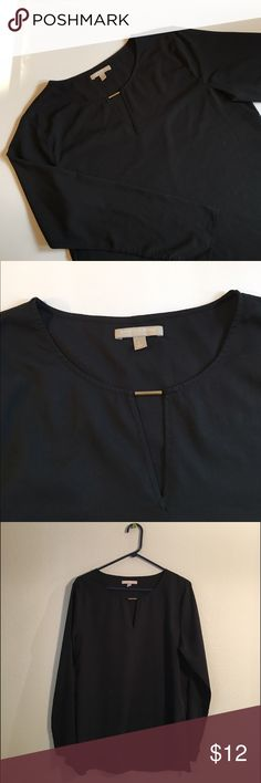 Banana Republic Polyester Top ✔️100% Polyester ✔️Keyhole Front ✔️Long Sleeve ✔️Light Weight ✔️Tunic Length ✔️Great Condition Banana Republic Tops