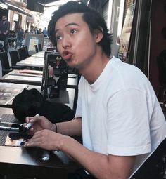 "[Clip, Kento in Spain, 10/24/16] https://twitter.com/Jessy1693/status/790523716178415616 Kento Yamazaki gives his autograph to a Spanish fan of him!!!, shooting J LA movie ""Jojo"", in theaters 2017"