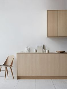 Modern Kitchen Design Nordiska Kök has developed three new kitchens inspired by nature. - Nordiska Kök has developed three new kitchens inspired by nature. Nordic Kitchen, Scandinavian Kitchen, New Kitchen, Kitchen Decor, Scandinavian Design, Wooden Kitchen, Kitchen Styling, First Kitchen, Kitchen Ideas