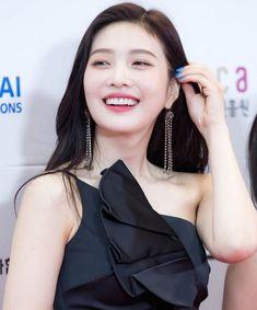 Red Velvet Joy, Sooyoung, Drop Earrings, Instagram, Women, Red Carpet, Fashion, Moda, Fashion Styles