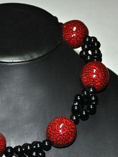 Collar realizado en arcilla con bolitas negras. http://www.chanchelcomplementos.com/en/shopping/categoria-collares/collar-rojo-arcilla-detail.html