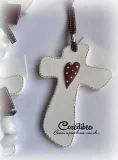 cosedibea: Ricordo della Cresima Diy Clay, Clay Crafts, Clay Ornaments, Christmas Ornaments, Wooden Crosses, Communion Invitations, Country Paintings, Wedding Paper, Felt Flowers