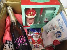 Christmas Eve box for mum - new pjs, DVD, wine, breakfast kit and book. Christmas Eve Box For Adults, Night Before Christmas Box, Xmas Eve Boxes, Christmas Love, All Things Christmas, Christmas Crafts, Christmas 2017, Christmas Shopping, Christmas Events