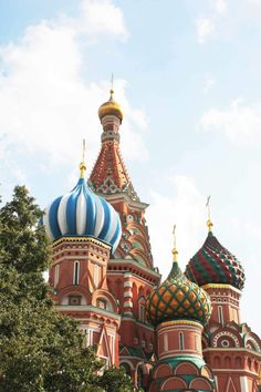 We feel so fortunate to have had the opportunity to visit Saint Basil's Cathedral located in Moscow, Russia. The vivid colours and details of its design are simply stunning!   VIEW ENTRY: http://www.ikonatelier.com.au/blog/2014/6/7/saint-basils-cathedral  #SaintBasil #Moscow #Cathedral #Icon #ByzantineIconography #IkonAtelier