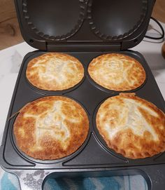 Mini Pie Recipes, Puff Pastry Recipes, Baking Recipes, Breville Pie Maker, Savoury Slice, Savoury Pies, Savoury Baking, Sausage Rolls, Mini Pies