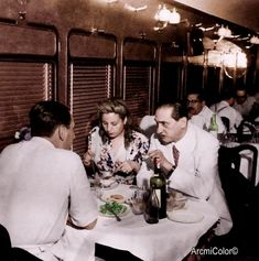 Peron y Evita junto a un sindicalista cenando President Of Argentina, Queen, Teaching Spanish, Perfect Woman, Funeral, Actresses, History, Couple Photos, Lady