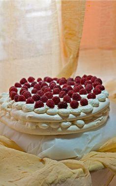 pavlova cake whole