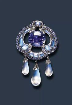 Sapphire and moonstone Tiffany 1910-1915 Bijoux Art Nouveau, Art Nouveau Jewelry, Jewelry Art, Antique Jewelry, Jewelry Accessories, Vintage Jewelry, Fine Jewelry, Jewelry Design, Edwardian Jewelry