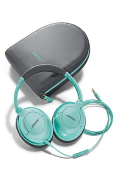 Such pretty Bose headphones in #mint http://rstyle.me/n/jbixmnyg6