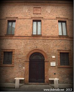Casa di Ludovico Ariosto ,via Ariosto 67 ,Ferrara .  Semplice edificio in mattoni a vista, situato nell'Addizione Erculea  su disegno di Girolamo da Carpi dove Ludovico Ariosto (1474-1533) trascorse gli ultimi anni, dedicandosi alla terza e definitiva redazione dell'Orlando Furioso, del 1532