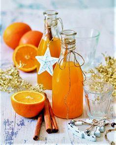 Pomeranč je zdravé citrusové ovoce. Uplatní se ve studené i teplé kuchyni, jako přírodní lék i dekorace. Pomerančový sirup, netradiční grog, měsíčky v čokoládě. Marmalade, Spices, Food And Drink, Homemade, Table Decorations, Drinks, Cooking, Healthy, Passion