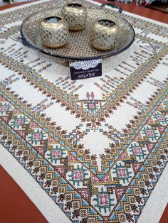 Cross Stitch Embroidery, Embroidery Patterns, Cross Stitch Patterns, Palestinian Embroidery, Cross Stitch Flowers, Bohemian Rug, Sewing, Indian Embroidery, Table Toppers