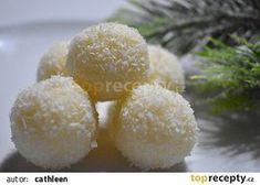 Kokosové kuličky s bílou čokoládou recept - TopRecepty.cz Food And Drink, Sugar, Baking, Anna, Cookies, Candy, Bakken, Backen, Sweets