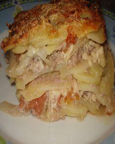 Recette Gratin Picard : Dans un bol verser la crème, la moutarde, l'oeuf puis saler et poivrer. Mélanger et ajouter l'eau, mélanger de nouveau et réserver. Éplucher les pommes de terre et couper en rondelles très fines, puis procéder de même avec l'oignon. Couper en petit morceaux les tomate... Fall Recipes, Healthy Dinner Recipes, Great Recipes, Quick Healthy Breakfast, My Best Recipe, Casserole Recipes, Food Videos, Carne, Food And Drink