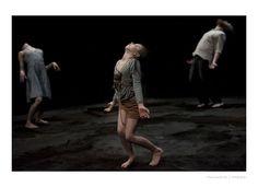 Dans: Kabinet K toont in 'Bab(b)el' een wild gezin in verstilde 'dansfoto's'