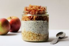 Overnight Oats mit Apfel, Ananassaft und Chiasamen: Leicht und lecker High Protein Recipes, Vegan Breakfast Recipes, Protein Foods, Vegetarian Recipes, Food To Go, Good Food, Food And Drink, Yummy Food, Awesome Food