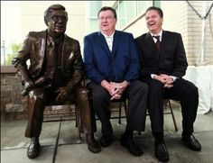 Joe B. Hall and John Calipari pose with the statue of Hall that was unveiled in front of UK Coal Lodge. (Chet White, UK Athletics)