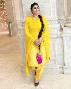 Nav jivan Patiala Suit Designs, Patiala Salwar Suits, Salwar Suits Party Wear, Indian Salwar Suit, Salwar Designs, Shalwar Kameez, Nimrat Khaira Suits, Punjabi Dress Design, Yellow Suit