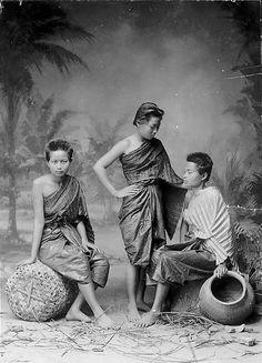 Siam, Thailand & Bangkok Old Photo Thread - Page 153 Old Pictures, Old Photos, Vintage Photos, Antique Pictures, Old Postcards, Photo Postcards, Thailand History, Thailand Shopping, Historia