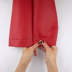 DIY Buckebag nähen - einfach Anleitung DIY (Do The application Yourself) is usually an Speech term, Diy Furniture Couch, Diy Furniture Plans, Sewing Hacks, Sewing Tutorials, Sewing Projects, Bag Patterns To Sew, Sewing Patterns, Sewing Dress, Leather Bag Pattern