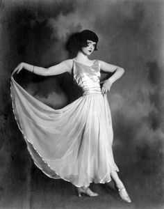 curtsy courtesy of Louise Brooks
