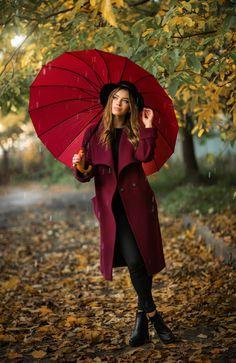 Autumn mood by Olga Boyko / Umbrella Photography, Portrait Photography Poses, Photography Poses Women, Autumn Photography, Fall Portraits, Outdoor Portraits, Fall Pictures, Fall Photos, Foto Cowgirl