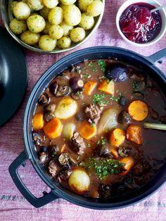 Healthy Snacks, Healthy Eating, Healthy Recipes, Beef Recipes, Cooking Recipes, Norwegian Food, Crock Pot Slow Cooker, Pot Roast, Great Recipes