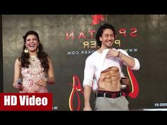 Tiger Shroff displays his 6 pack abs at Mithibai College festival Umang 2016.