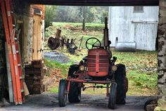 Amish Country Lancaster County Pennsylvania Farm Farmland Barn Wooden Rural Countryside Red Tractor
