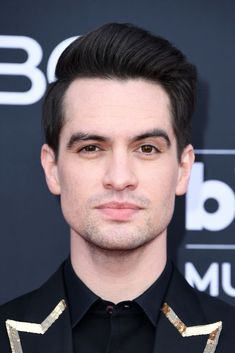 Brendon Urie of Panic! at the Disco attends the 2019 Billboard Music Awards at MGM Grand Garden Arena on May 2019 in Las Vegas, Nevada. Las Vegas, Divas, Mgm Grand Garden Arena, Billboard Music Awards, Panic! At The Disco, Emo Bands, Pop Punk, Poses, Celebs