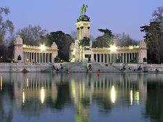 Madrid. Lago de El Retiro (Spain).