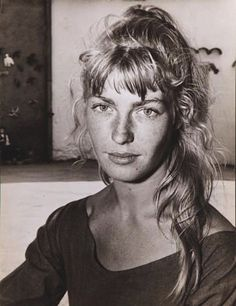 Sylvette David, modèle de Pablo Picasso, 1954 (Andre Villers).         Sylvette David, modèle de Pablo Picasso, 1954 (Andre Villers)    After seeing Picasso's exhibition of Sylvette David's portrayings in 1954, Roger Vadim advised his young wife Brigitte Bardot to dye her hair blond and to tie them up in a pony tail.    In 1956, when Bardot met Picasso, she asked him to make her portray. He refused and told her that he already painted Sylvette.