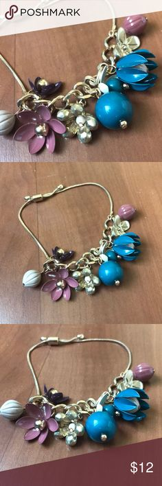 🍩 3/$25 Flowery bracelet - gold - mixture of different flowers   My fave part: this bracelet will look like a bouquet on your wrist!!!! Sooooo pretty! Jewelry Bracelets