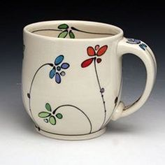 A simple fun way is to diy painted mugs. This is a way of personalizing the mugs and making it your own project. Pottery Painting, Ceramic Painting, Diy Painting, Pottery Designs, Mug Designs, Pottery Mugs, Ceramic Pottery, Vasos Vintage, Diy Becher
