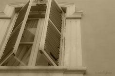 White window  (Barrio del Carmen, Valencia)