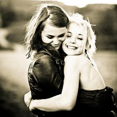 I will get a senior picture like this with my bestfriend. <3