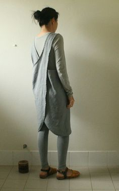 GREY LINEN APRON / cafe / pinafore / linen tunic / by PAMELATANG