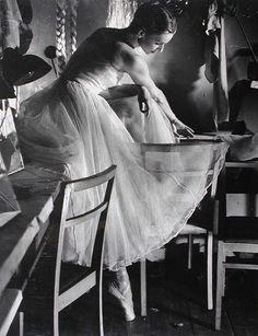 Tancerka - Kwapiszewska / Dancer - Kwapiszewska, Edward Hartwig. Polish Photographer (1909 - 2003)