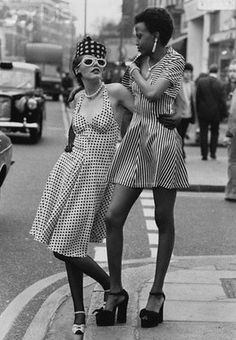 Retro Fashion 50 incredible fashion moments and outfits from the to inspire you: - Twiggy, Jane Birkin and more show how true seventies style is done. Seventies Fashion, 1960s Fashion, Vintage Fashion, 70s Black Fashion, High Fashion, Lauren Hutton, Style Année 60, Mode Style, Style Icons